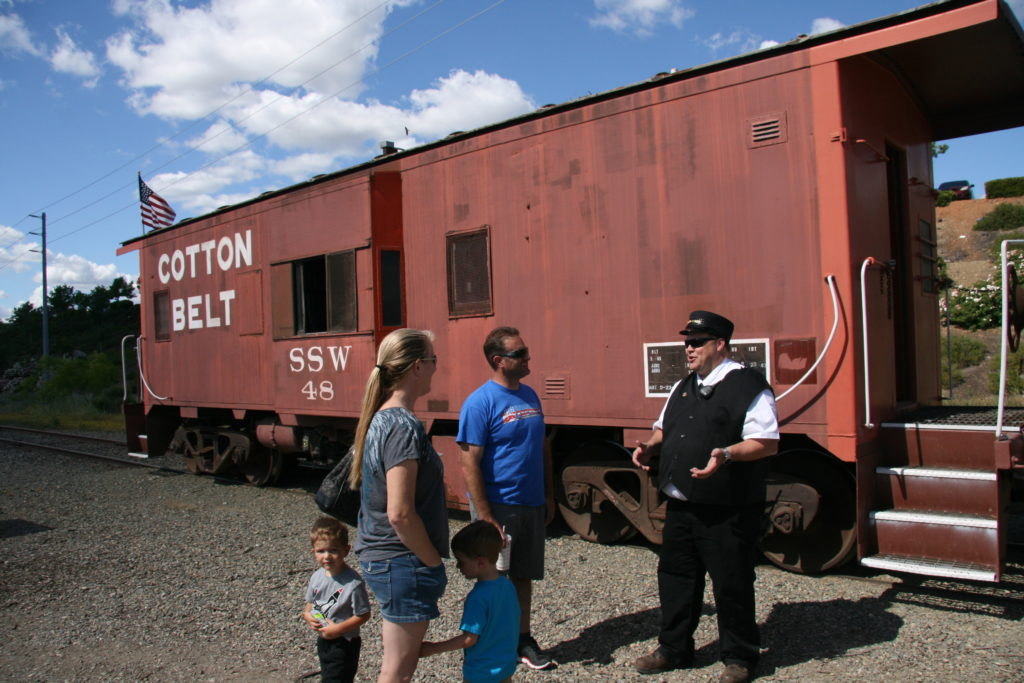 Cotton Belt caboose #48 at Hampton Station in Folsom
